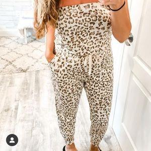 Gilli. Leopard Strapless Jumpsuit. Size Medium.